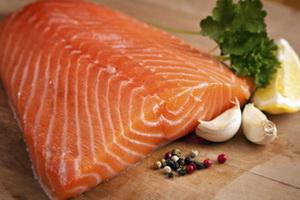 Жирная рыба и орехи благоприятно действует на зрение