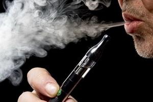 Ученые рассказали, чем опасны электронные сигареты