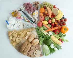 Обеспечить здоровое питание для всех людей в данный момент принципиально невозможно