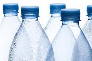 Специалисты запретили повторно использовать пластиковые бутылки