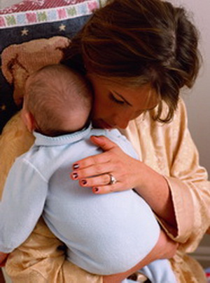 Родившим женщинам жизненно необходимо кормить ребенка грудью