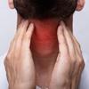 Надоело терпеть боль в горле? Какие средства в аптечке могут помочь?