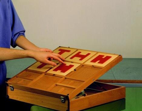 Рис. 6. Планшет с объёмными геометрическими фигурами для двигательной реабилитации руки по методу К. Перфетти.