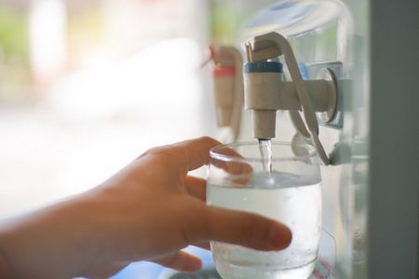 Питьевая вода в России вызвала вопросы у экспертов