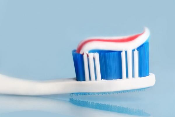 Отличные новости: чистка зубов замедляет передачу COVID