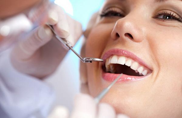 Стоматолог назвал четыре причины для замены пломбы