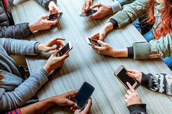 Неврологи приравняли зависимость от смартфонов к наркомании