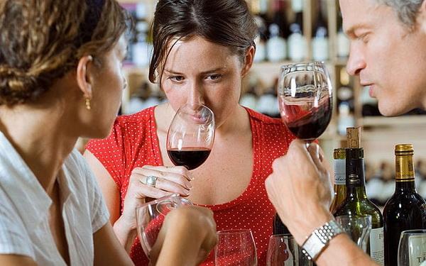 Выпить полбутылки вина за вечер так же вредно, как и выкурить три сигареты в день