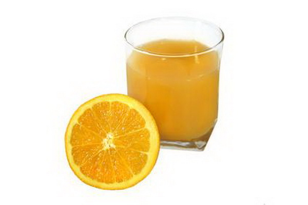 Фруктовый сок должен обязательно присутствовать в детском рационе