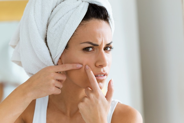 Названы продукты, провоцирующие угревую сыпь на лице