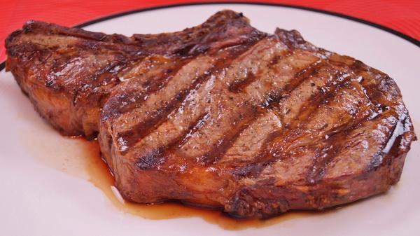 Медики оценили риск инфаркта и инсульта для мясоедов