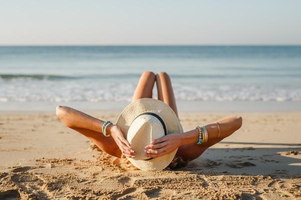 Онкологи напоминают, что рак кожи вызывают не только солнечные ожоги