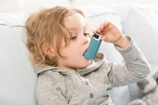 """Педиатры узнали, почему у """"кесарят"""" нередко развивается астма"""