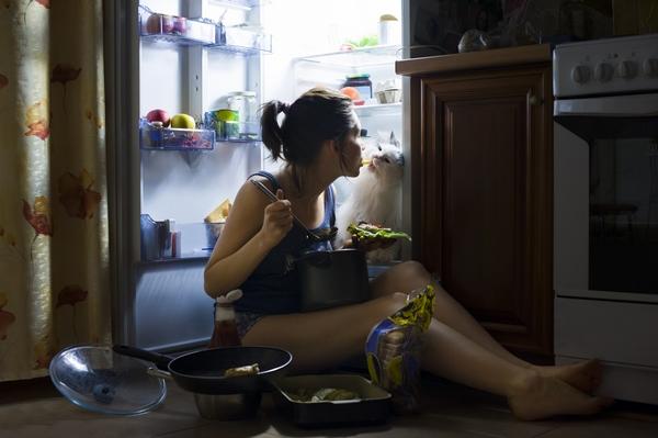 Почему поздний ужин чаще приводит к лишнему весу